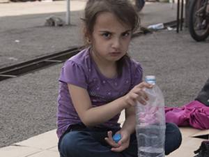 Per Schlingmann AB samlar till flyktingkatastrofens barn